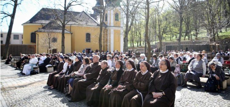 Életadó szerzetesség, szolgálat és öröm – zarándoklatunk Mátraverebély-Szentkúton